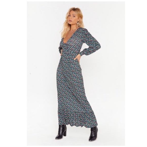 Nasty Gal Dresses & Skirts - Nasty Gal Black Floral Maxi Dress Size 4, NWT